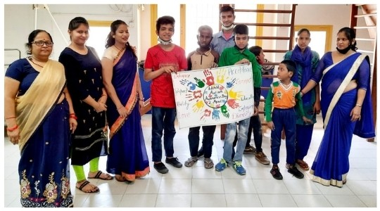 Special Educator and Children showing their art at Deepalaya Sambhav Project