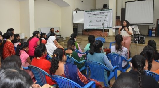VYK session on entrepreneurship at Deepalaya Human Resource Centre, Janakpuri under Project Hope supported by Amway